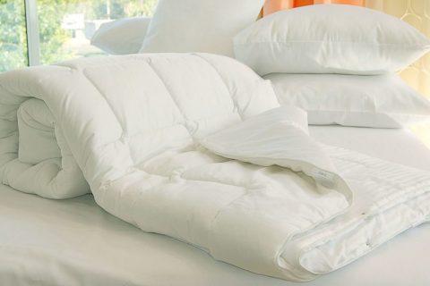 Подушки, одеяла и покрывала
